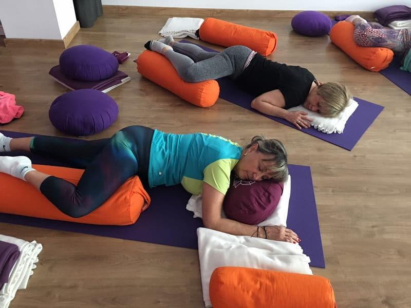 Yin Yoga - Espacio Aum Yoga Studio Castelldefels