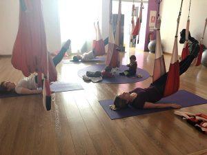 Mama en forma con tu bebe - Espacio Aum Castelldefels y Gavà - Yoga Studio