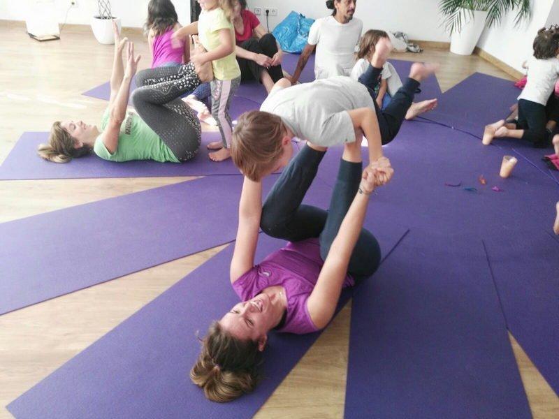 Yoga en Familia - Espacio Aum Castelldefels
