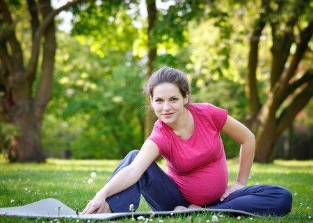 Yoga embarazadas en Espacio Aum Castelldefels y Gavà